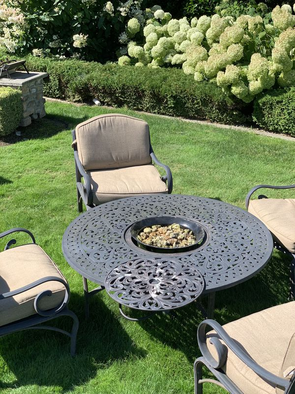 Outdoor living furniture with gas fireplace in center
