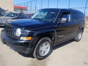 2013 jeep patriot 100k Manual transmission for Sale in Dearborn, MI