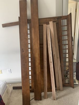 Queen size bed frame for Sale in Gastonia, NC