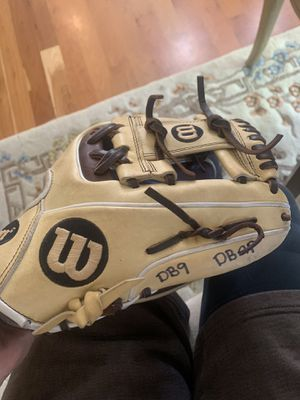 Wilson A200 pro infielders glove for Sale in Vancouver, WA