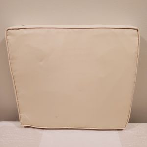 """LARGE (21"""" x 19"""" x 2.5"""" Thick) Foam Cushion w/Removable, Zippered Nylon Cover - firm price. for Sale in Arlington, VA"""