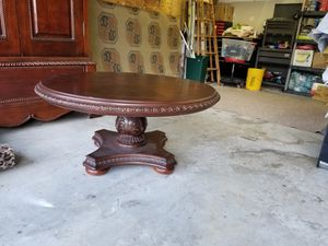 Antique round coffee table for Sale in Martinsburg, WV