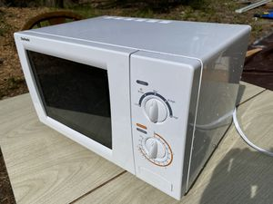 Medium size chefmate microwave for Sale in Leavenworth, WA