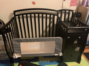 Dream on me 3 in 1 mini crib with drawerm/ changing table and bed rail....color espresso for Sale in Queens, NY
