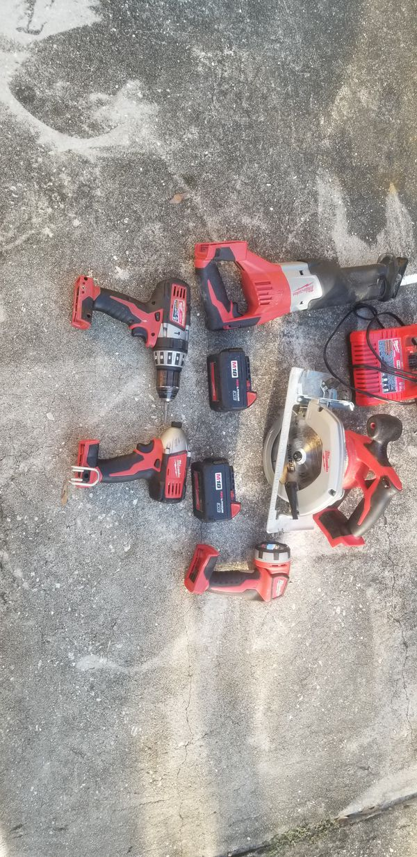 18 VOLT MILWAUKEE SET IMPACT +HUMMER DRILL+ SAWZALL+ CIRCULER SAW + FLASH LIGHT COME WITH 2 BATTERIES AND CHARGE