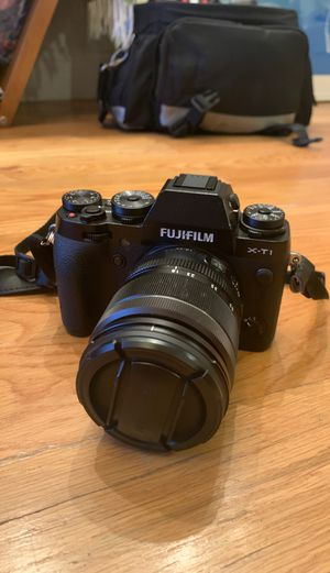 Fuji X-T1 camera w/ fujinon 18-55mm lens for Sale in Brooklyn, NY