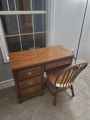 Office table and chair for Sale in Manassas, VA
