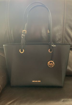 AUTHENTIC MICHAEL KORS WALSH PURSE for Sale in Los Angeles, CA