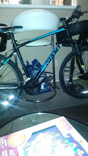 Giant 27.5 atx mountain bike in great condition for Sale in Las Vegas, NV