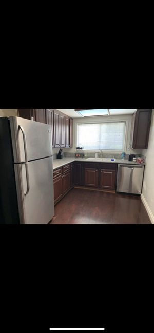 Beautiful kitchen cabinets I just remodeled my kitchen o don't need these anymore for Sale in East Los Angeles, CA