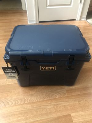 Yeti Tundra 35 Cooler for Sale in Saint Charles, MO