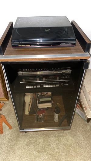Fisher DC SERVO FULL AUTOMATIC TURNTABLE WITH CASSETTE PLAYER AND STEREO STAND for Sale in San Diego, CA