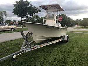 2003 May craft center console open fish boat 19 ft for Sale in Miami, FL