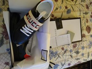 Gucci low top shoes size 10 for Sale in Bellmawr, NJ