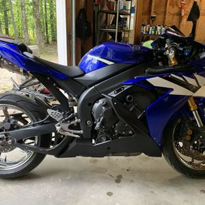 After Market 2006 Yzf R1 6500 Miles Rear Bike Clean Title for Sale in Canterbury, NH