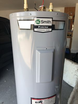Electric hot water heater for Sale in Montverde, FL