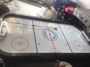 """AIR HOCKEY TABLE 5-1/2 FOOT LONG X 36 INCHES WIDE X 32"""" INCHES TALL. COMES WITH 2 HANDLES AND 1 PUCK for Sale in Chula Vista, CA"""