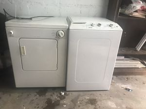 Washer and dryer set working for Sale in Queens, NY