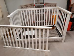White baby crib, convertible toddler bed for Sale in Phoenix, AZ