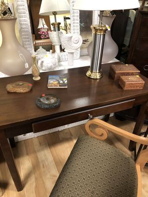 Small desk for Sale in Fort Lauderdale, FL