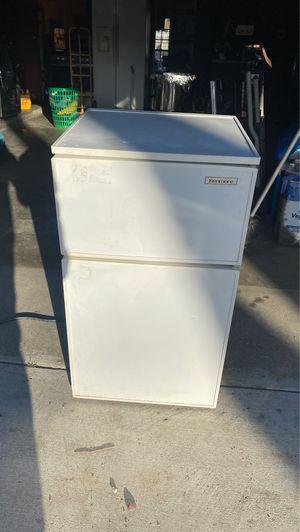 Mini fridge for Sale in San Bernardino, CA