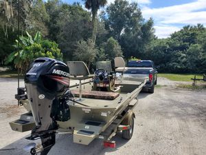 2015 Tracker Grizzly 1860cc Bay ($11500.00) for Sale in North Port, FL