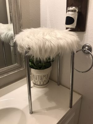 Vanity Stool Faux Fur - No stains for Sale in San Diego, CA