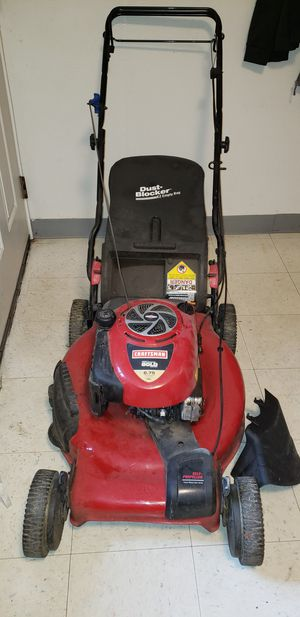 Craftsman Gold 6.75 lawn mower for Sale in Tacoma, WA