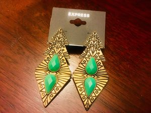 New! EXPRESS 💖 Fashionable Charming Earrings✨ 💕 for Sale in Chula Vista, CA