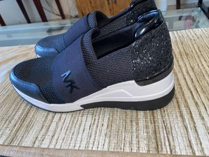 WOMENS SHOES SIZE 10 for Sale in Las Vegas, NV