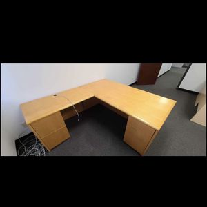 VERY NICE LARGE L SHAPE DESK ⭐️GOOD CONDITION⭐️DELIVERY AVAILABLE 🚚 for Sale in Henderson, NV