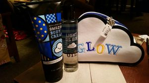 Bath and body gift set w make up bag. Electric Blue Sky. Large bottles. New for Sale in Knoxville, TN