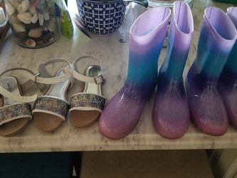Girl RAIN BOOTS & SANDALS Size 2 3 4, ALL FOR $10 for Sale in Homestead,  FL