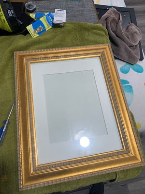 11 X 14 Gold picture frame for Sale in Whittier, CA
