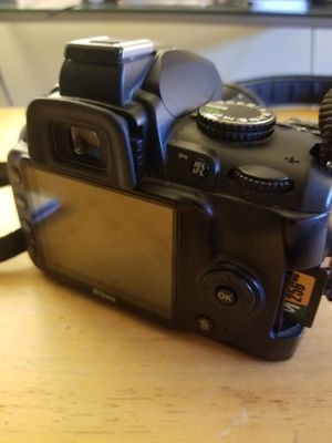 Nikon D3000 Digital SLR Camera with 18-55mm f/3.5-5.6G AF-S DX VR Nikkor Zoom Lens for Sale in Dixon, CA