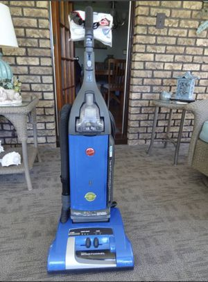 Hoover Upright Vacuum for Sale in Streetsboro, OH