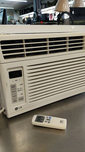 LG 6K BTU AC WINDOW UNIT WITH REMOTE for Sale in Webster, TX