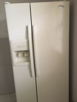 Whirlpool refrigerator for Sale in Coconut Creek, FL