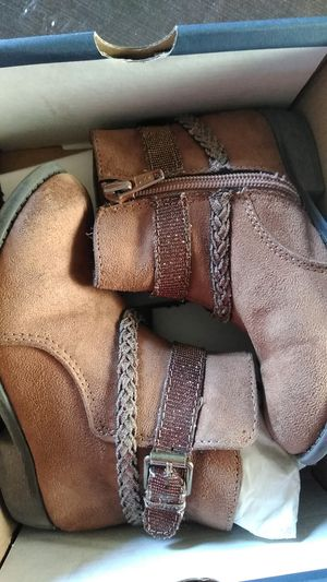 Boots brown size 9 girls for Sale in Midland, TX
