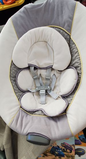 Graco Glider LX Gliding Baby Swing (missing hanging toys) for Sale in San Diego, CA