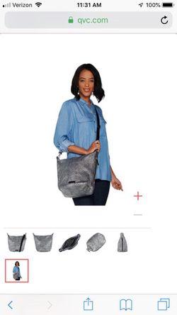 NWT Vera Bradley Carson Hobo Bag in Silver for Sale in Goddard,  KS