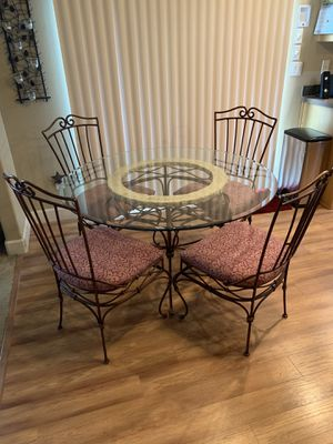 Dining table and chairs for Sale in Redmond, OR
