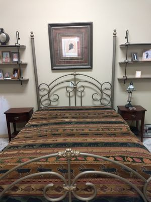 Queen size bed frame pick up in Running Springs for Sale in Running Springs, CA
