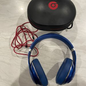 Beats Studio 2 W Case EXCELLENT CONDITION for Sale in Temecula, CA