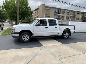 2005 Chevy Silverado crew cab 4x4 for Sale in Oak Lawn, IL
