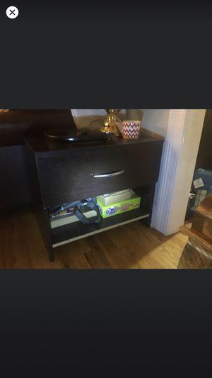 Side bed dresser for Sale in Long Branch, NJ