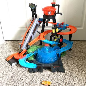 Hot Wheels Ultimate Gator Car Wash Track for Sale in Lakewood, WA