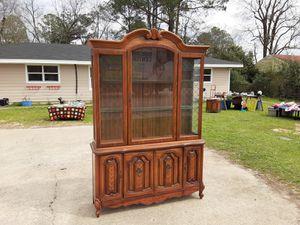 una vitrina de vidrio demadera esta buenas condiciones for Sale in Macon, GA