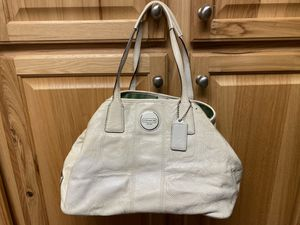 Large off white Coach purse for Sale in Chesapeake, VA