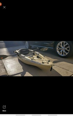 Sun dolphins journey 10 ss fishing kayak comes with paddle and 4 rod holders very nice kayak used probly 10 time 225 obo for Sale in Camas, WA